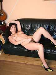 Milf bra cleavage