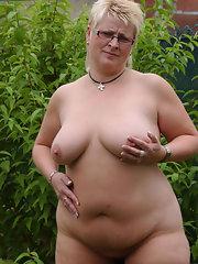 blonde-naked-poon