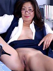 Asian mature pussy even
